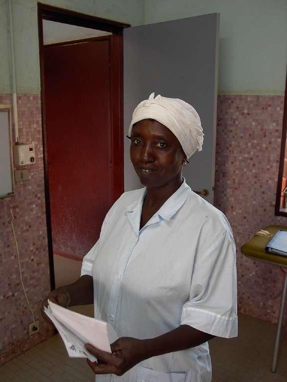 """Le """"vecchie"""" infermiere sono i punti di forza della scuola: sono il collegamento più naturale tra i medici insegnanti e gli allievi. Sono loro a garantire la formazione pratica degli allievi durante il tirocinio nei reparti."""
