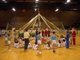 Natale 2002: i ragazzi della Salus Ginnastica di Seregno hanno raccolto giochi e materiale scolastico per i piccoli amici africani.